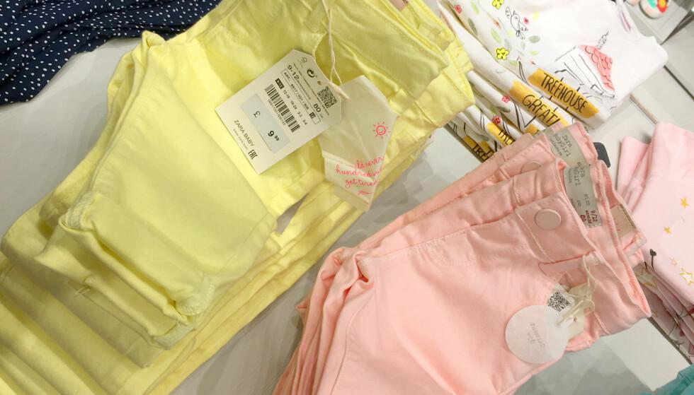 BILLIGERE BUKSER: Bukser til baby fra Zara. Koster 9,99 pund, 107 norske kroner, i London, og 139 kroner i Norge - det er 23 prosent billigere i London. Foto: Kristin Sørdal