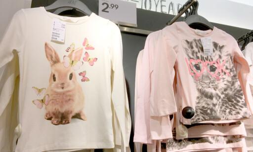 BILLIGERE GENSER: Genser fra H&M koster 2,99 pund i London - og 49,90 kroner i Norge. Det er 36 prosent billigere i Storbritannia. Foto: Kristin Sørdal