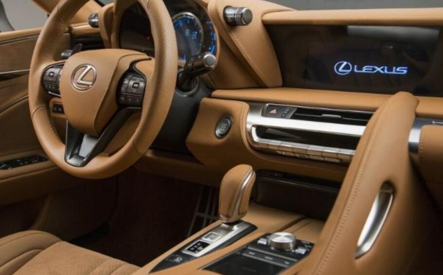 BILINTERIØR: Lexus kommer med LC 500 nok en gang på topp 10-listen til Wards Auto.