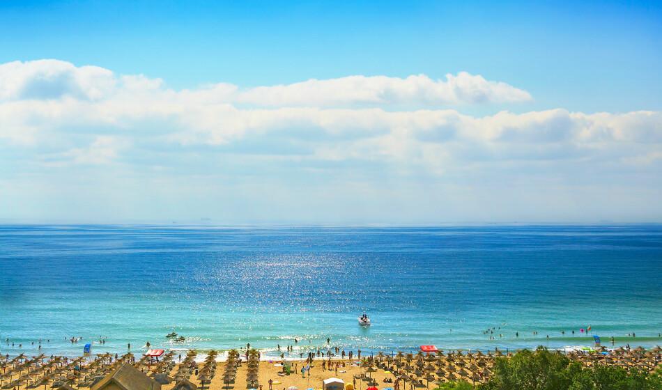 BILLIGST I BULGARIA: Sunny Beach er sommerens billigste badedestinasjon i en fersk prisundersøkelse fra britiske Post Office. Der kan du kutte kostnadene til mat og drikke med mer enn to tredjedeler, sammenliknet med dyreste destinasjon i prissjekken; Ibiza i Spania. Foto: Shutterstock/NTB Scanpix