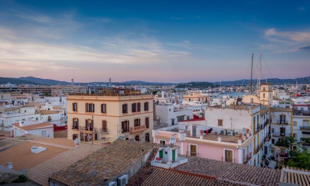 DYREST PÅ IBIZA: Her må du regne med ganske mye mer i lommepenger, enn på de rimeligste feriedestinasjonene. Bulgaria er billigst, men du kan halvere kostnadene til mat og drikke bare ved å se mot Portugal i stedet for hit, til Ibiza. Foto: Shutterstock/NTB Scanpix