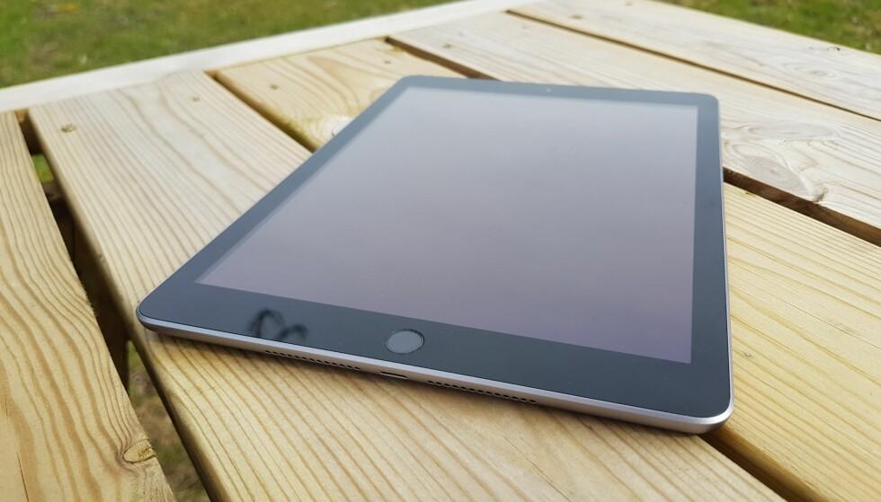 KJENT STIL: Nye iPad har samme formfaktor som den første iPad Air-utgaven. Foto: Pål Joakim Pollen