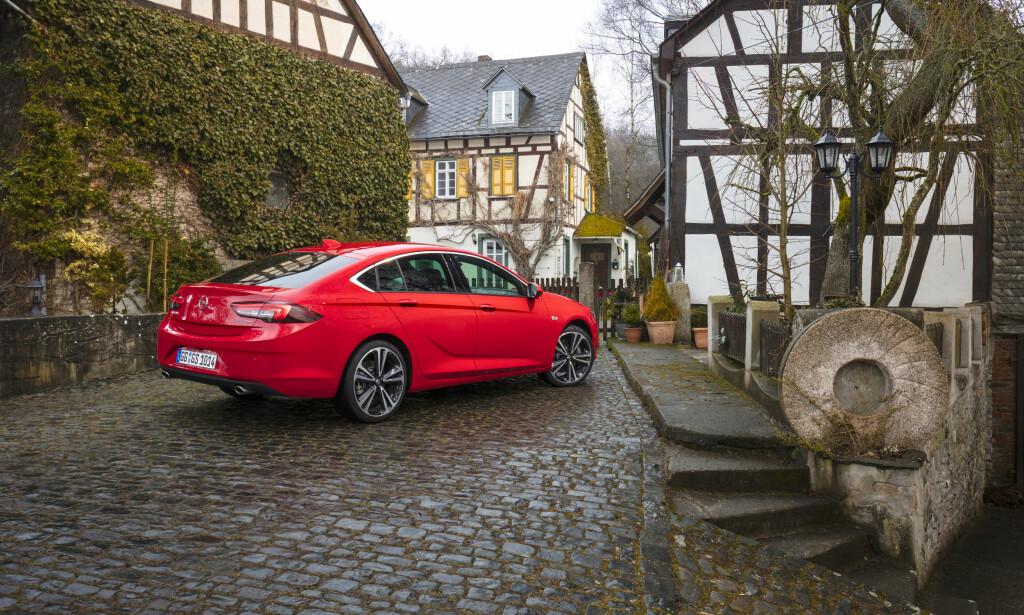 Kupé: Opel har trukket de bakre taklinjene langt bakover for å gi et sportslig preg. Foto: Opel