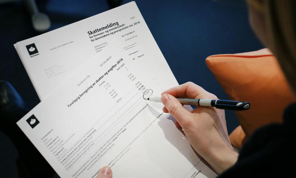 LEVERINGSTIPS: Sjekk når du må levere skattemeldingen for 2016, og hva det kan innebære å slurve med tallene. Foto: Ole Petter Baugerød Stokke