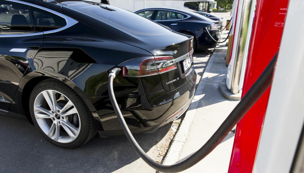 DOBLER KAPASITETEN: Ekspansjonsplanene til Tesla tar sikte på å øke antallet superladere fra over 5.000 ladepunkter ved inngangen av 2017 til over 10.000 ved årets slutt. Det kommer superladere på seks nye steder i Norge. Foto: Tore Meek / NTB scanpix