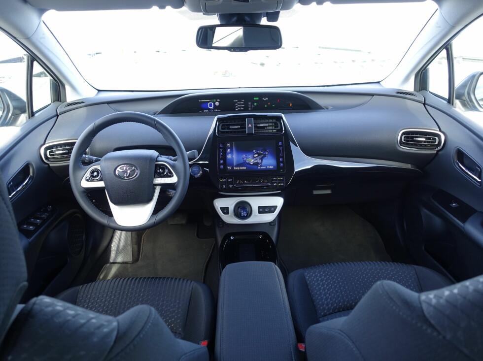 STOR SKJERM: 8-tommeren med berøringsknotter blir å se i flere Toyotamodeller. Vi har allerede stiftet bekjentskap med den i Toyota C-HR.