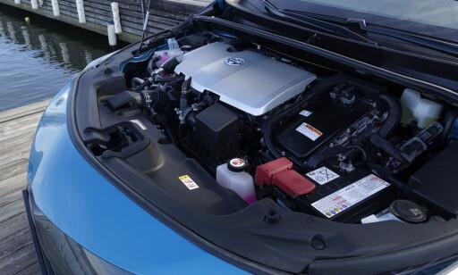 HEMMELIGHETEN: En 1,8 liter på sparsomme 98 hester og 142 Nm er koblet til en elektrisk motor på 72 hester og 163 Nm. Det gir en systemeffekt på 122 hester. Foto: Rune M. Nesheim