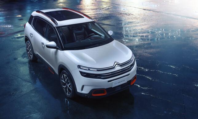 TØFF DESIGN: Enten man liker den eller ikke, er det vanskelig å benekte at Citroën har utviklet en svært egenartet design som umiddelbart viser en bils tilhørighet til familien. Så også med den nye SUV-en, C5 Aircross. Foto: Citroën
