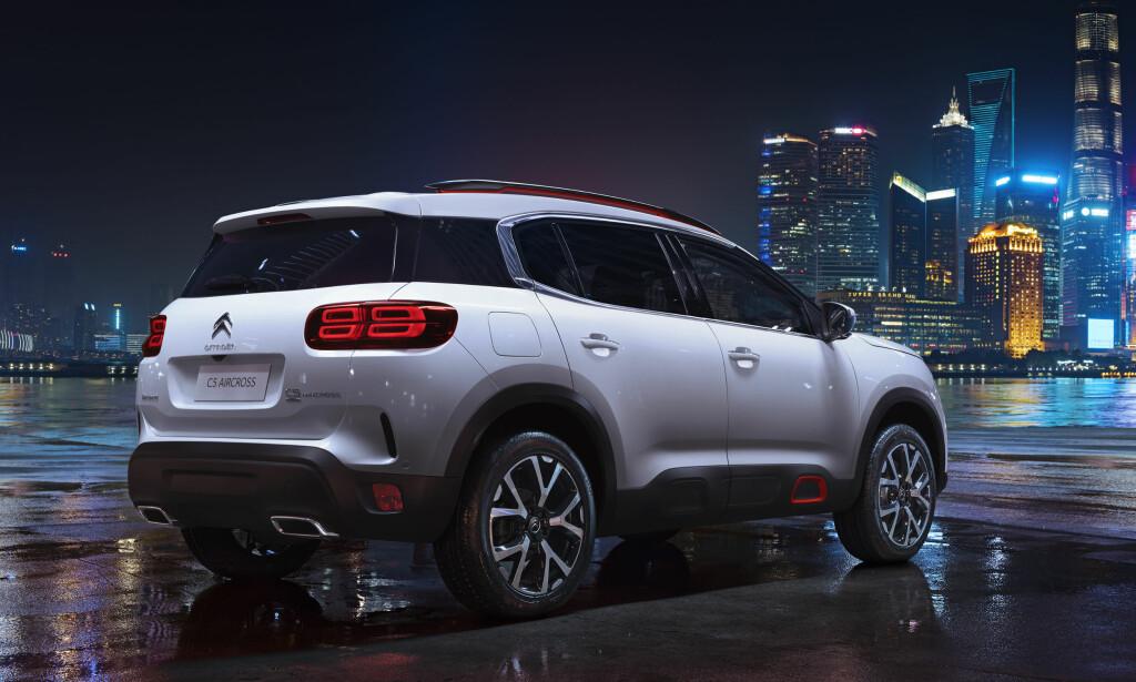 OMSIDER: Så viser Citroën sin første skikkelige SUV, på bilmessen i Shanghai. C5 Aircross introduseres i markedene fra høsten av og vil komme både med firehjulsdrift og i ladbar hybrid-utgave. Den deler plattform med Peugeot 3008 SUV. Foto: Citroën