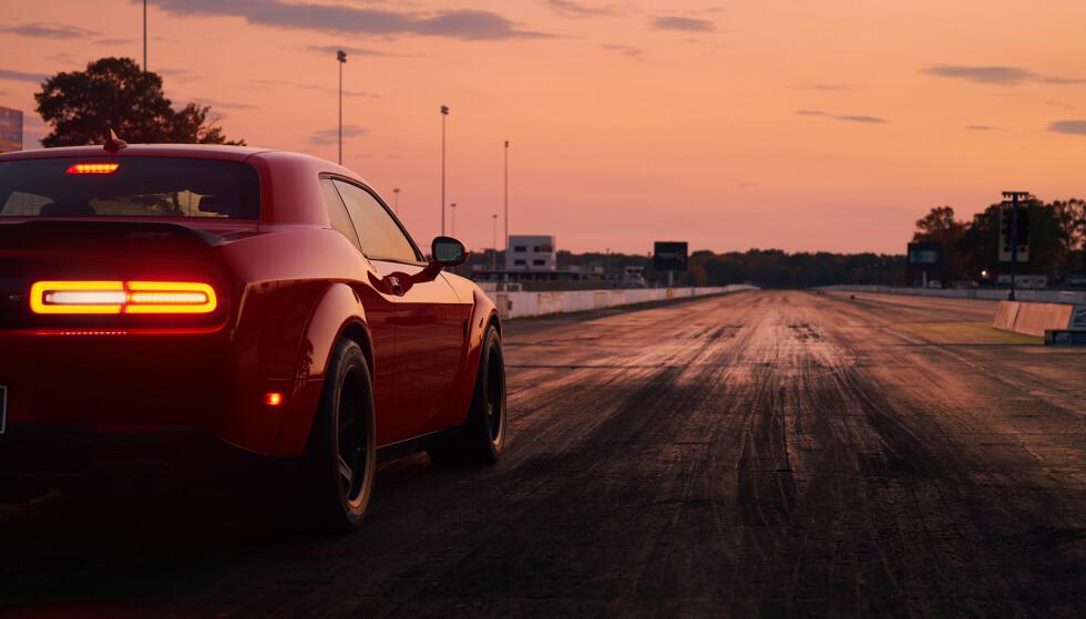 SLUTT: Noen mente Dodge Challenger SRT Demon var for heftig for veien. Nå har Fiat-Chrysler bestemt seg for å kutte produksjonen. Foto: FCA