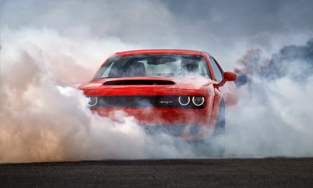 DODGE DEMON: Journalistene i Automotive News vil forby Dodge Challenger SRT Demon fra å kjøre på amerikanske veier. Alle foto: FCA