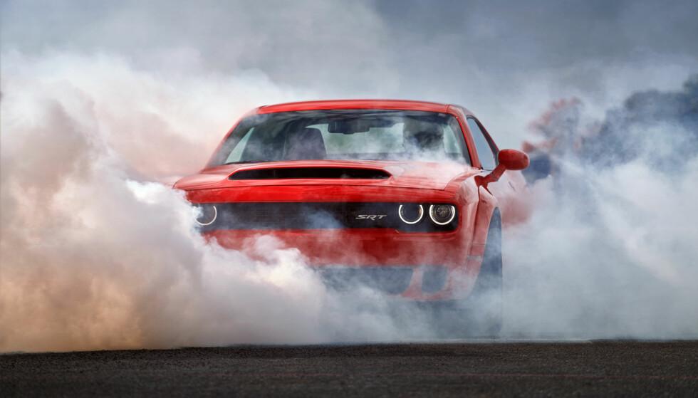 DODGE DEMON: Journalistene i Automotive News vil forby Dodge Challenger SRT Demon fra å kjøre på amerikanske veier. Alle foto: FCA