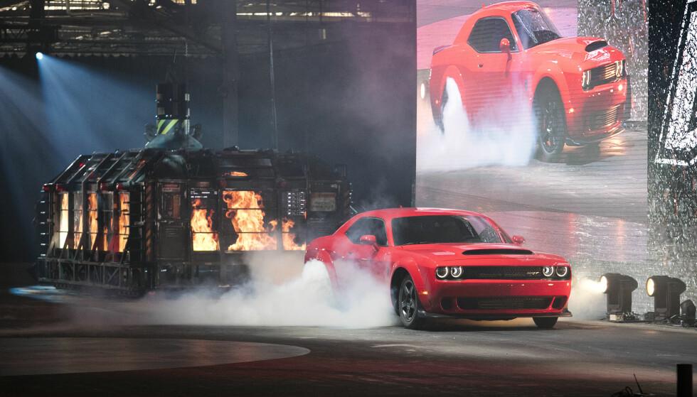 ILD OG RØYK: Slik ble Dodge Demon presentert i New York tidligere i år.