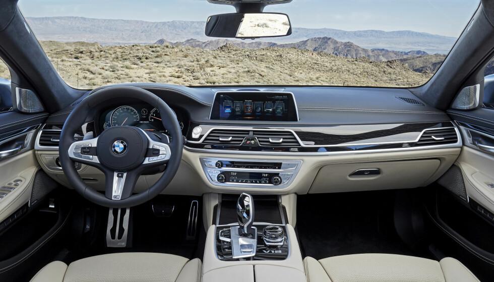 Liten forskjell: M-versjonen skiller seg fra de ordinære 7-seriene kun med detaljer. Foto: BMW