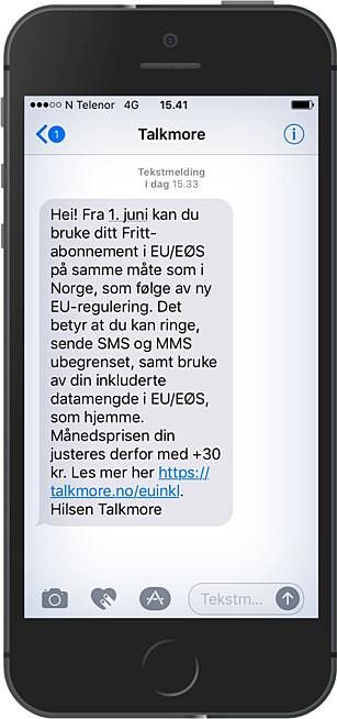 MELDINGEN: En slik SMS fikk et ukjent antall Talkmore-kunder 1. mai. Månedsprisen settes opp, men det kan selvfølgelig bli billigere totalt for de som reiser i EØS. Foto: Ole Petter Baugerød Stokke