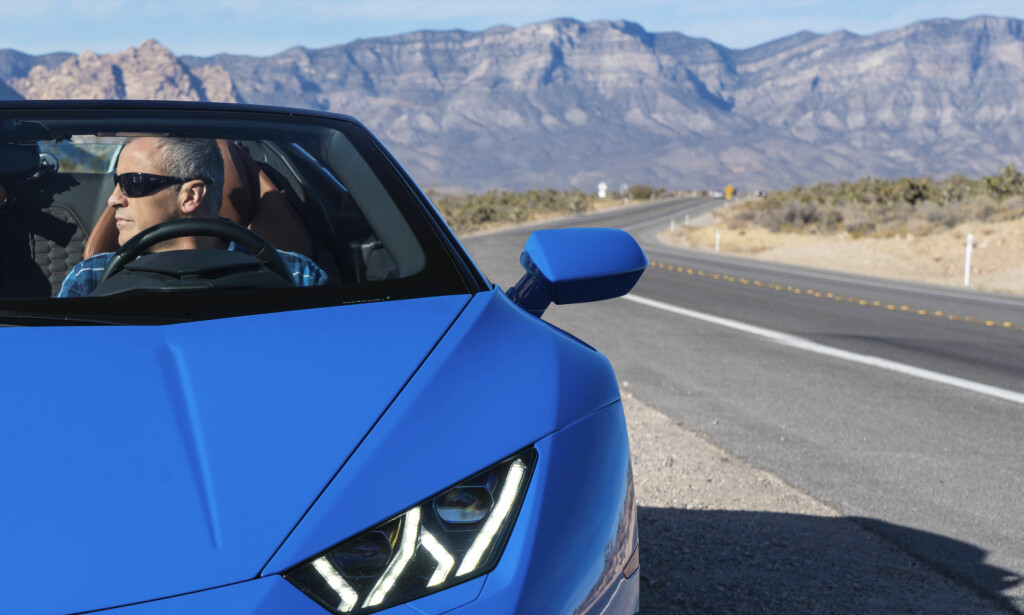 CRUISER: Matt LeBlanc i Lamborghini Huracan Spyder. Foto: BBC Press / Gabriel Milori