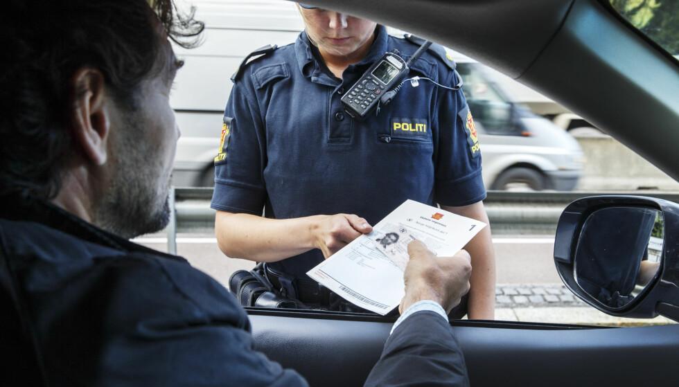 UTEN HJEMMEL: Politiet har de siste fem årene beslaglagt et uvisst antall førerkort uten å ha hjemmel i loven for det. Foto: NTB scanpix/Gorm Kallestad.