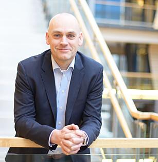 MENER DE MÅ: Telenors mobilsjef Bjørn Ivar Moen sier at roaming har økt kraftig, og at prisene derfor må opp. Foto: Telenor