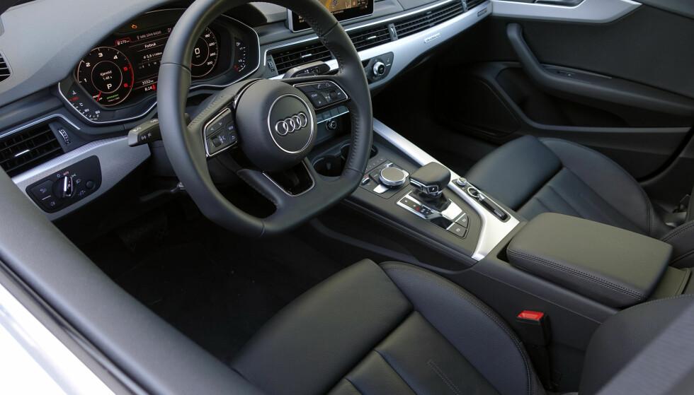STERILT: Mens Mercedes og BMW kliner på med detaljer, mens Audi fortsatt sverger til nøkternt materialvalg. Foto: Rune Nesheim