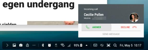 Varsler, også når noen ringer, spretter opp nederst til høyre. Den venstre delen av stripa er varslinger på telefonen, der alle kan vises ved å trykke på …-ikonet. Skjermdump: Pål Joakim Pollen