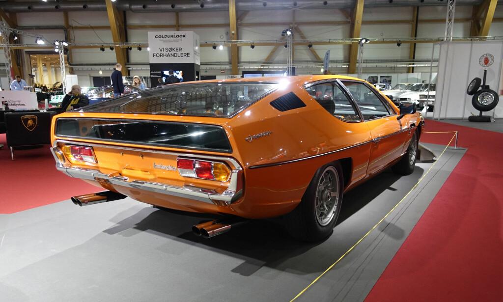 SVERDET: Med Espada, en fireseters GT, fikk Lamborghini sin største suksess til da - 1217 eksemplarer ble produsert mellom 1968 og 1978. Marcello Gandini sto for design og de 12 sylindrene i 3,9-litersmotoren ble matet av seks Weber-forgassere. Foto: Knut Moberg