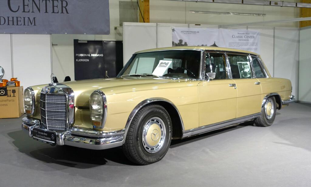 SIRKUSBILEN: Mercedes-Benz lanserte på 60-tallet sin 600-modell for å konkurrere med Rolls-Royce og Bentley. Dette eksemplaret var i sirkusdirektør Arnardos eie etter å ha tjenestegjort under OL i München i 1972. Foto: Knut Moberg