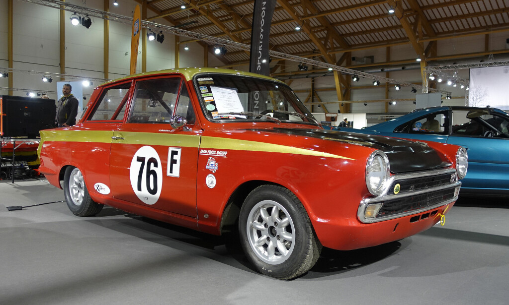 SPREK CORTINA: Ford Lotus Cortina fra 1965. Med 1,6-liters Twin Cam-motor var den god for 165 hester. Foto: Knut Moberg
