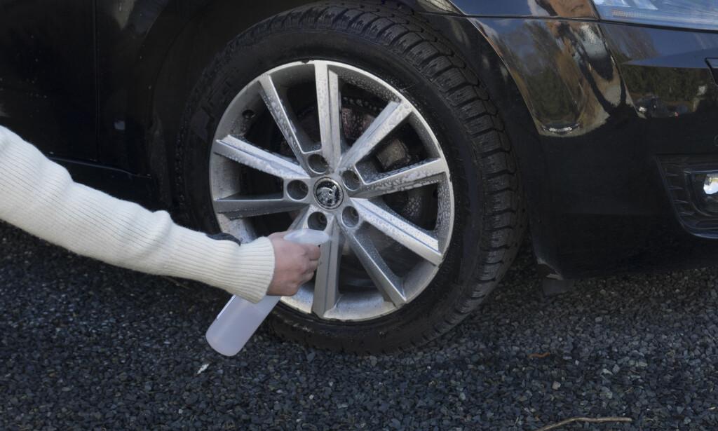 FELGEVASK: Husk å gi felgene oppmerksomhet neste gang du vasker bilen. Foto: ?