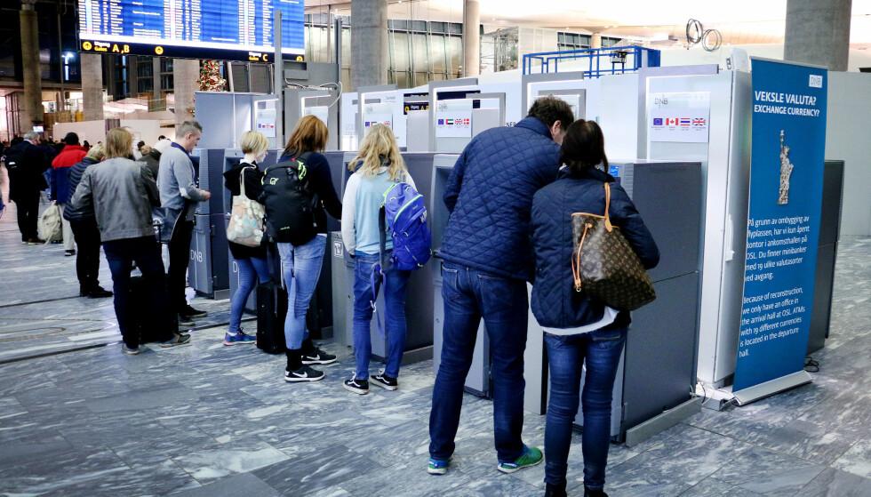 DÅRLIGST EURO-KURS: DNB gir deg ikke Visas offisielle valutakurs, men setter sin egen kurs på sine minibanker på Gardermoen. Foto: Ole Petter Baugerød Stokke
