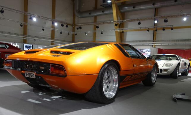 RÅSKINNET: De Tomaso er mer enn Pantera. På Exporama, rett overfor Ford GT40, sto dette flotte eksemplaret av en Mangusta. Bilen var designet av Giorgetto Giugiaro og hadde V8-motor fra Ford. Foto: Knut Moberg