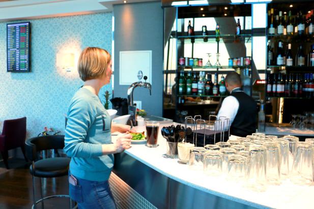 DRIKKE INKLUDERT: Du kan få både brus, kaffe og drikker med alkohol. Foto: Kristin Sørdal