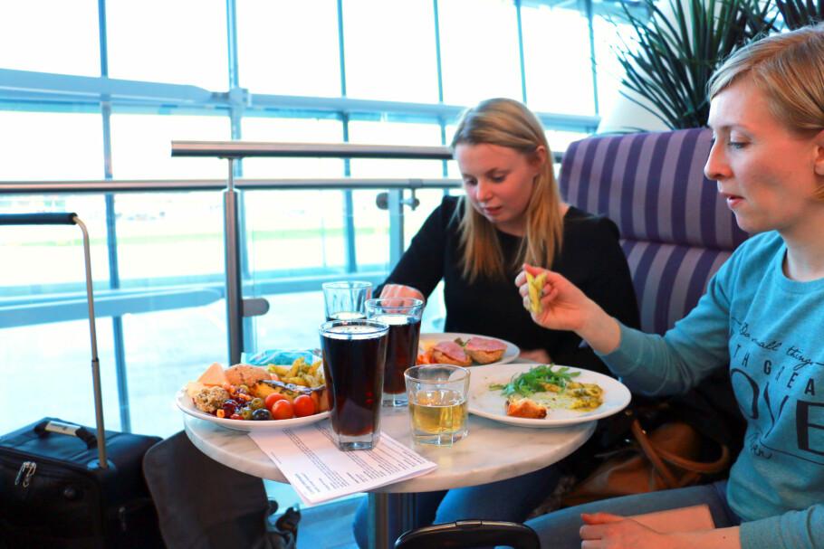 NEI, STYR UNNA: Gjør deg selv en tjeneste: Styr unna Aspire Lounge på Heathrow - det er ikke verdt pengene. Bruk heller de nesten 400 kronene på en hyggelig restaurant. Foto: Kristin Sørdal
