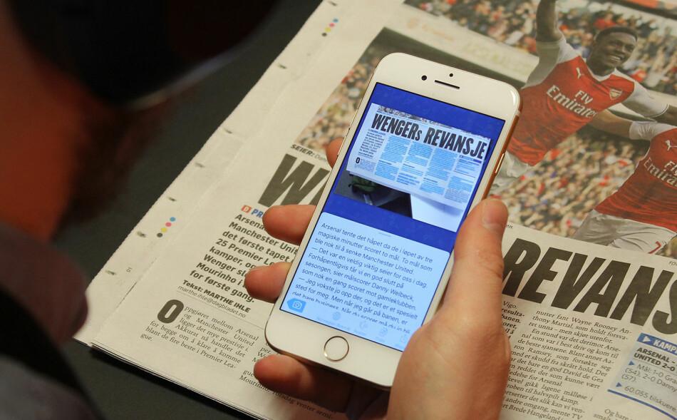 PÅ TELEFONEN: Prizmo Go lar det skanne tekst fra papir og lese det på skjermen, eller få teksten opplest via den innebygde voiceover-funksjonen. Foto: Pål Joakim Pollen