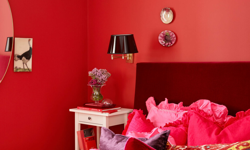 SPREK TREND: Rød farge på interiøret er et vågalt valg for mange, men i trendbildet som aldri før. Foto: Sveinung Bråthen/Christine Hærra/Fargerike.