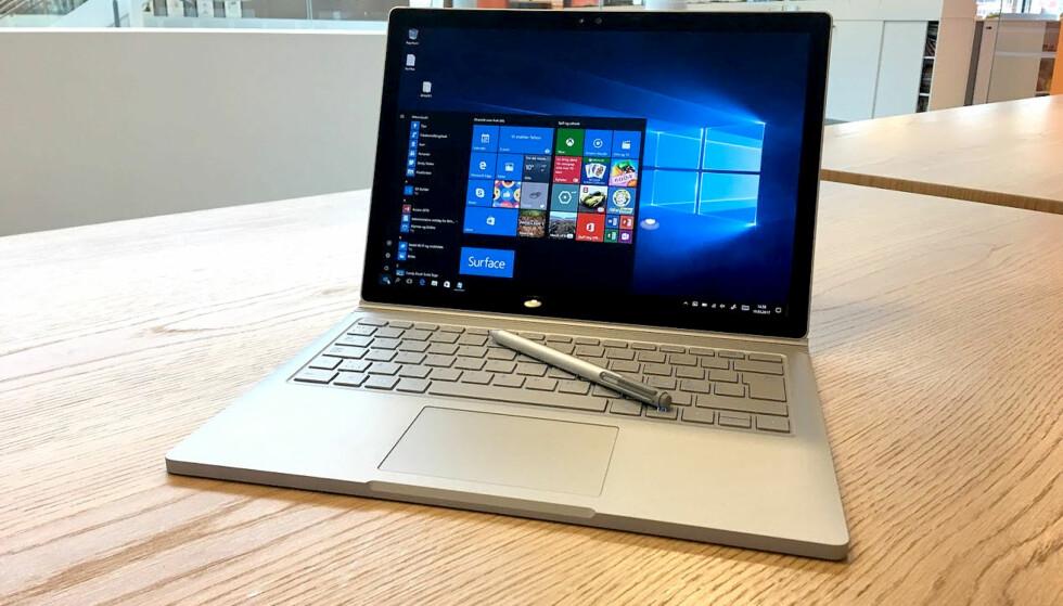HER ER DEN: Microsofts første ordentlige bærbare PC har noen egenskaper vi virkelig setter pris på, men den er dessverre utenfor budsjettrammene til mange av oss. Foto: Bjørn Eirik Loftås