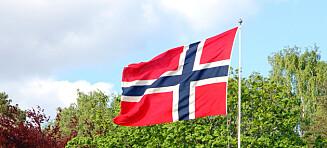 Når skal flagget heises og tas ned?