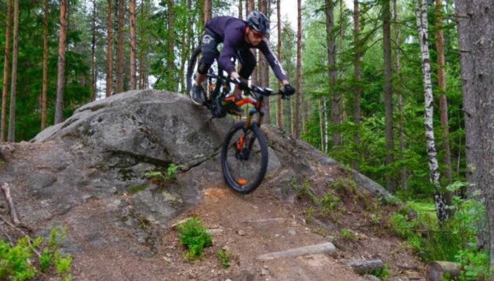 I MARKA: Terrengsykler med demping og kraftig krankmotor er tingen i ulendt terreng. Foto: Rune Stensåsen