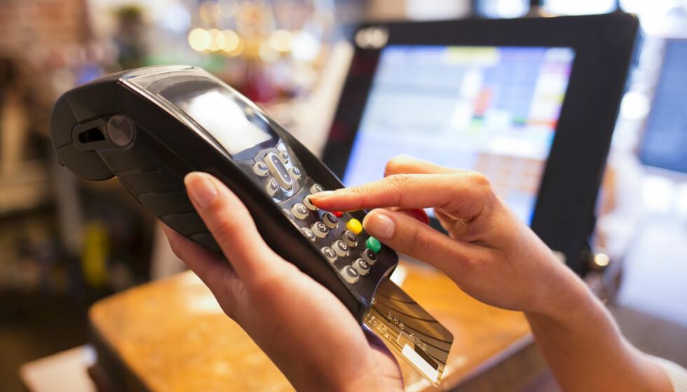 BETAL VED FORFALL: Om kredittkortselskap tilbyr langvarig betalingsutsettelse, må du ha kontroll på når forfallsfrist nærmer seg.Hvis ikke, risikerer man rentebelastning på en veldig lang periode, advarer finansekspert. Illustrasjonsfoto: Scanpix.