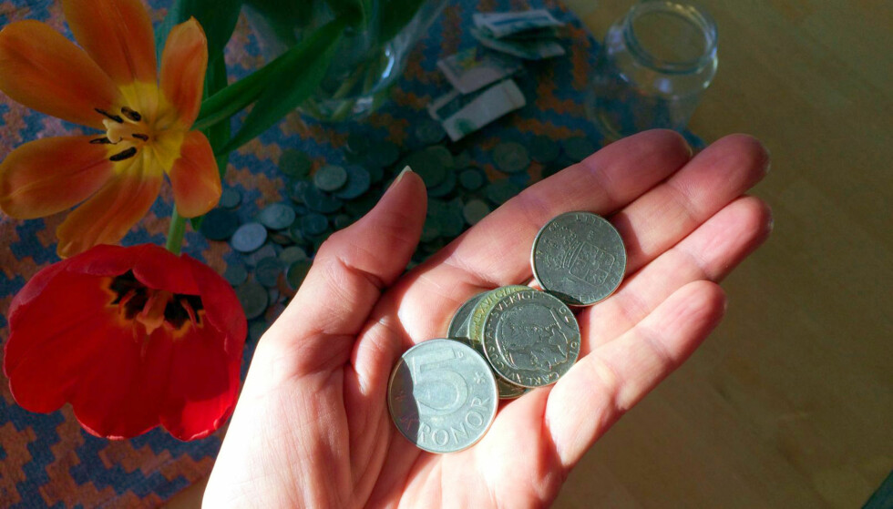 SNART FÅR DU IKKE BRUKE DISSE: Svenske 1-, 2- og 5-kronere blir ugyldige fra 30.juni, samtidig med de gamle 100- og 500-kronerssedlene. Foto: Kristin Sørdal