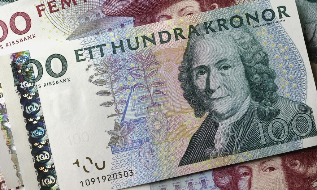 SKAL UT: Gamle 100- og 500-lapper skal også ut, og siste dag for å betale med dem i svenske butikker er 30. juni 2017. Foto: Riksbanken