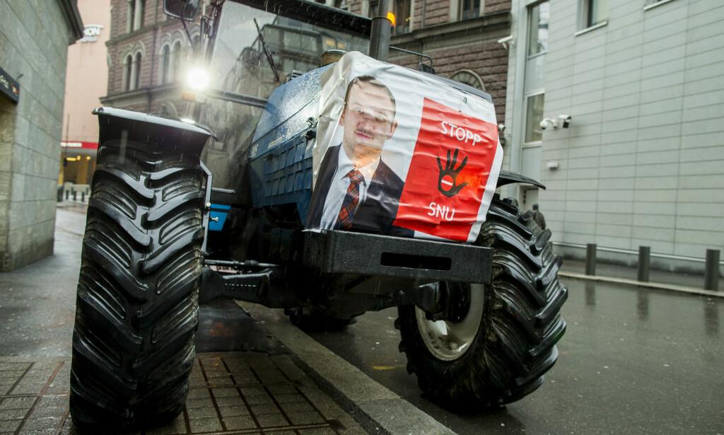 BLOKADE: Tirsdag sa jordbruksorganisasjonene nei til statens tilbud. Fra og med fredag blokkerer de grossistlagre landet over. Foto: Vegard Wivestad Grøtt / NTB scanpix