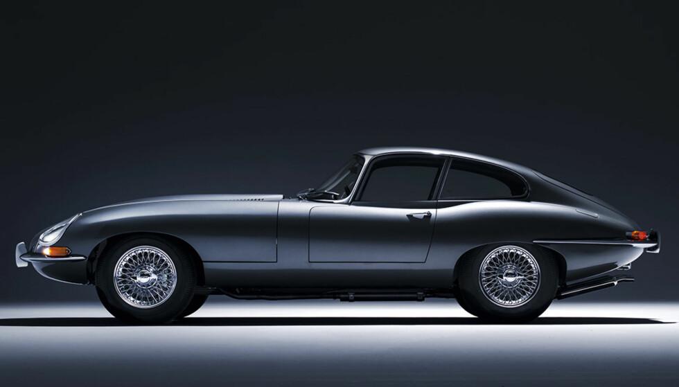 DRØMMEBIL: Jaguar E-type med sine unike, sensuelle linjer har stått øverst på ønskelisten til mang en sportsbilentusiast opp gjennom årene. Foto: Jaguar