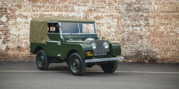 OGSÅ LAND ROVER: Her er et nydelig restaurert eksemplar av Land Rovers aller første modell - Type 1 fra 1948. Den er gjenoppbygget etter samme filosofi som E-type reborn av Jaguar Land Rover Classic Works. Foto: Land Rover