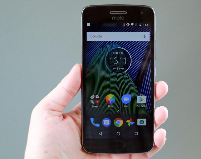 GANSKE REN ANDROID: Motorola gjør svært få forandringer på Googles Android-utgave, men har et par fiffige funksjoner som ligger i Moto-appen. Foto: Pål Joakim Pollen