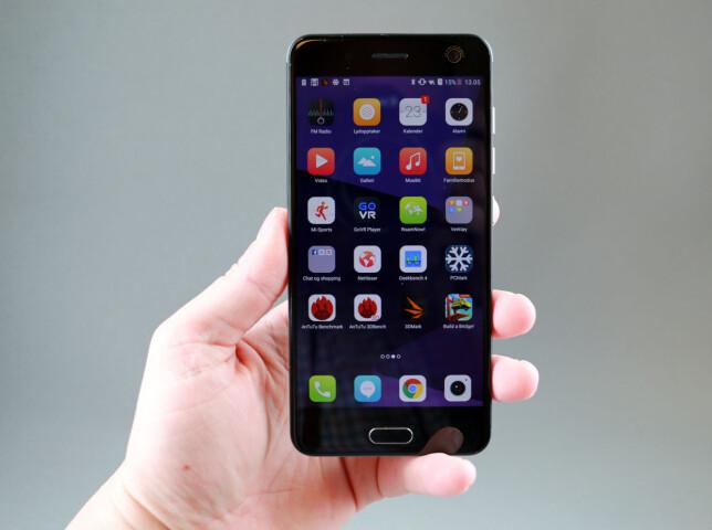 ALT PÅ HJEMSKJERMEN: Som vanlig fra de fleste kinesiske produsenter er at alle app-ikonene på ligge på hjemskjermen, slik de gjør på iOS. Foto: Pål Joakim Pollen