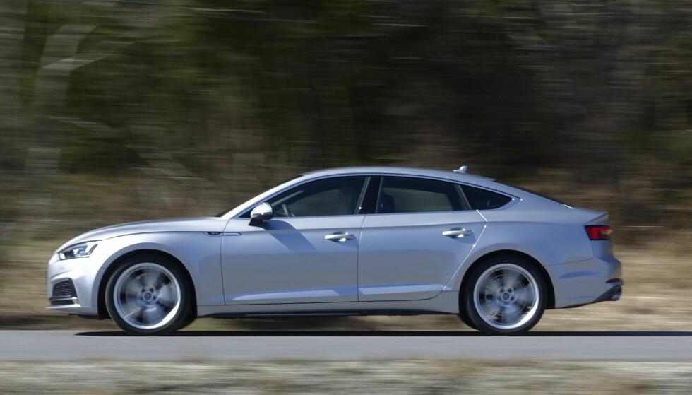TERNINGKAST FEM: Audi A5 har fantastiske kjøreegenskaper, men vi stusser over nivået på utstyret. Foto: Rune Nesheim