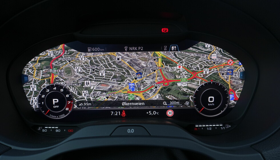 <strong>KLASSISK:</strong> I klassisk visning kan man velge å minimere målerne og fokusere på kartet. Vi kjenner det igjen fra øvrige Audi-modeller. FOTO: Rune M. Nesheim
