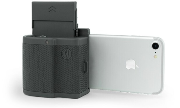 SKRIV PÅ DIREKTEN: Prynt er, i likhet med Polaroid Zip, en skriver som enkelt lar deg få mobilbildene på papir. Foto: Prynt