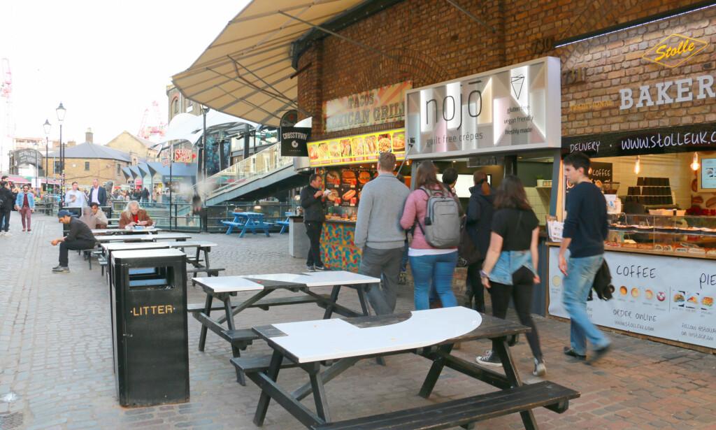 ALLE KAN FÅ VILJEN SIN: Krangel om hva dere skal spise? Her på Camden Markets kan alle få viljen sin - og dere kan fremdeles spise sammen. Foto: Berit B. Njarga
