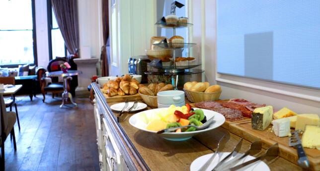HOTELLFROKOST: Det er enkelt, men det koster: Regn med 15 pund eller mer for en enkel kaldbuffet på hotellet - eller over 20 pund dersom du vil ha med egg og bacon ... Foto: Kristin Sørdal